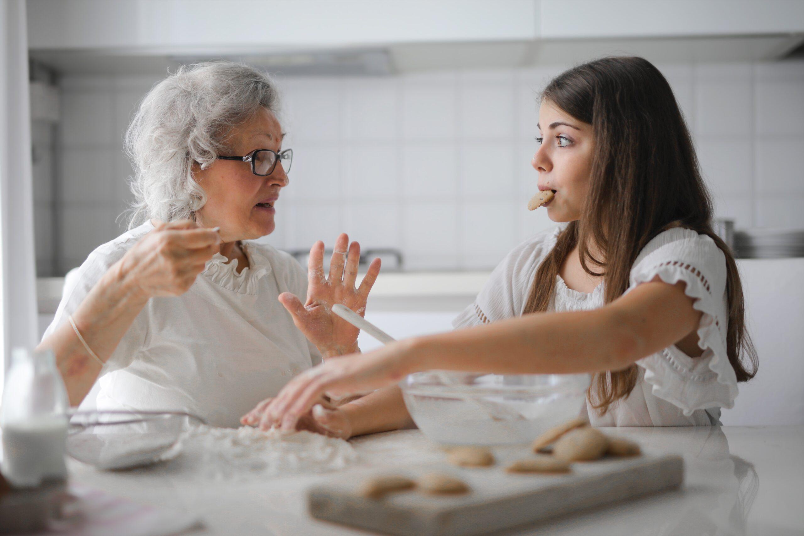 Mormor och barnbarn bakar